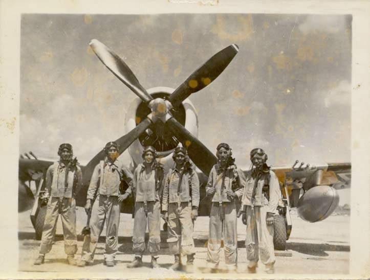 P-47 D FAM En gris claro.  Escuadron201