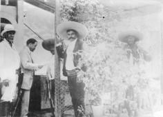 Francisco I. Madero acompañado de Emiliano Zapata durante su visita a Cuautla, agosto de 1911. Fuente: http://ewwaunel.wordpress